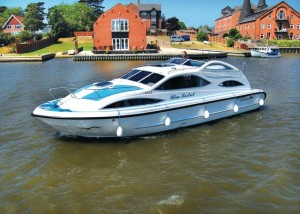 Holiday-Boat-Available-for-hire-from-somerleyton-in-Suffolk