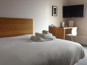 BOOK AT 107-Modern-Holiday-Accommodation-in-Oulton-Broad